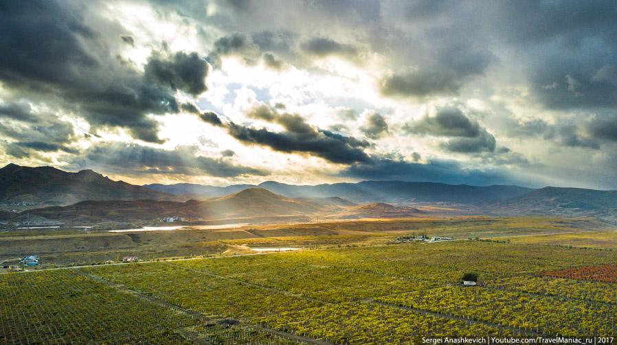6. Озеро Бараколь, виноградники и гора Узун-Сырт, она же Клементьева.  7. Озеро Бараколь с высо