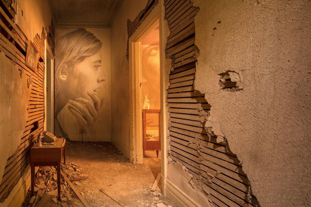 Теперь работы Рона также можно найти в галереях так часто, как на улицах.