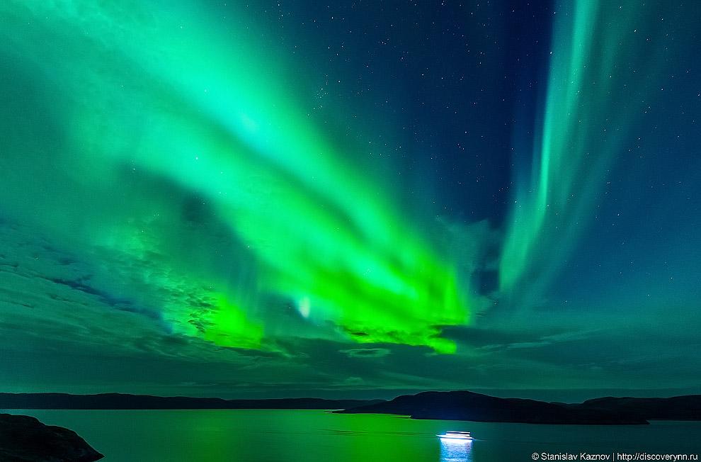 6. Спектр полярных сияний меняется с высотой. В зависимости от преобладающих в спектре полярного сия