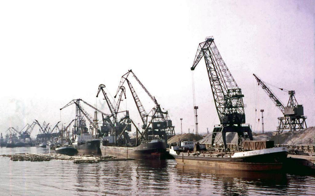 1. Ленинградский порт.