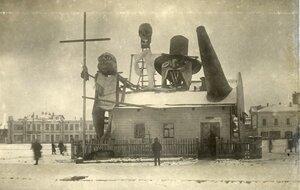 Фигуры, сооруженные для празднования 15-й годовщины Октябрьской революции