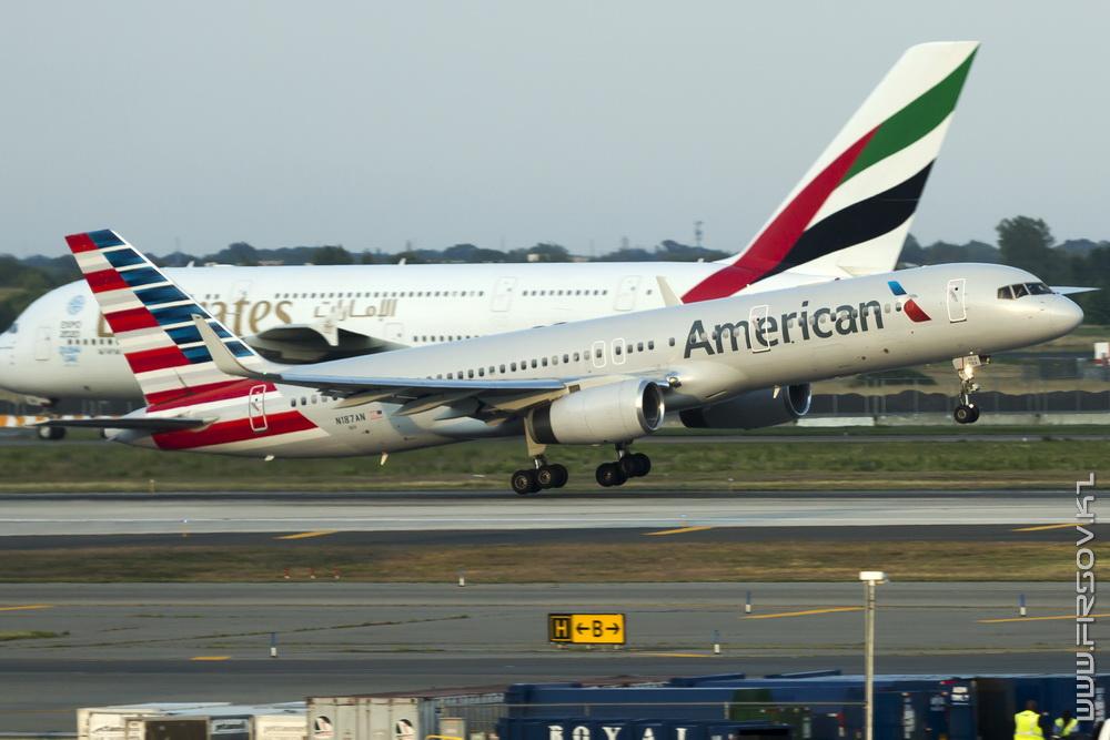 B-757_N187AN_American_Airlines_1-JFK_resize (2).jpg