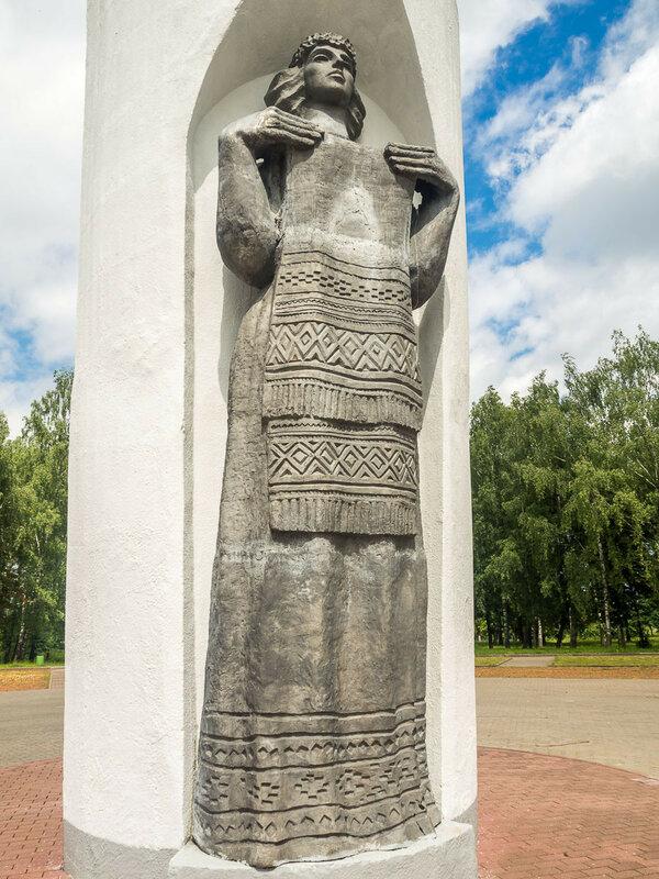 """Памятник """"850 лет Гродно""""."""