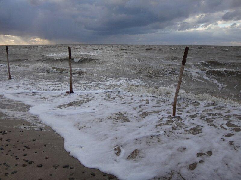 У пены прибойной ... На финише октября, в городе у моря Азовского. (86).JPG