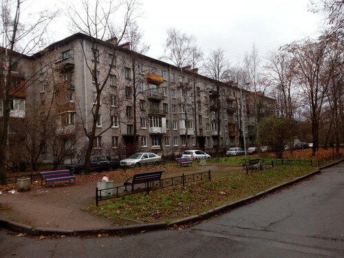 ул. Пилотов 21