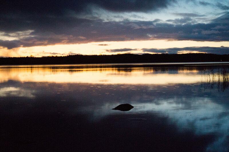 пейзаж на озере вечер
