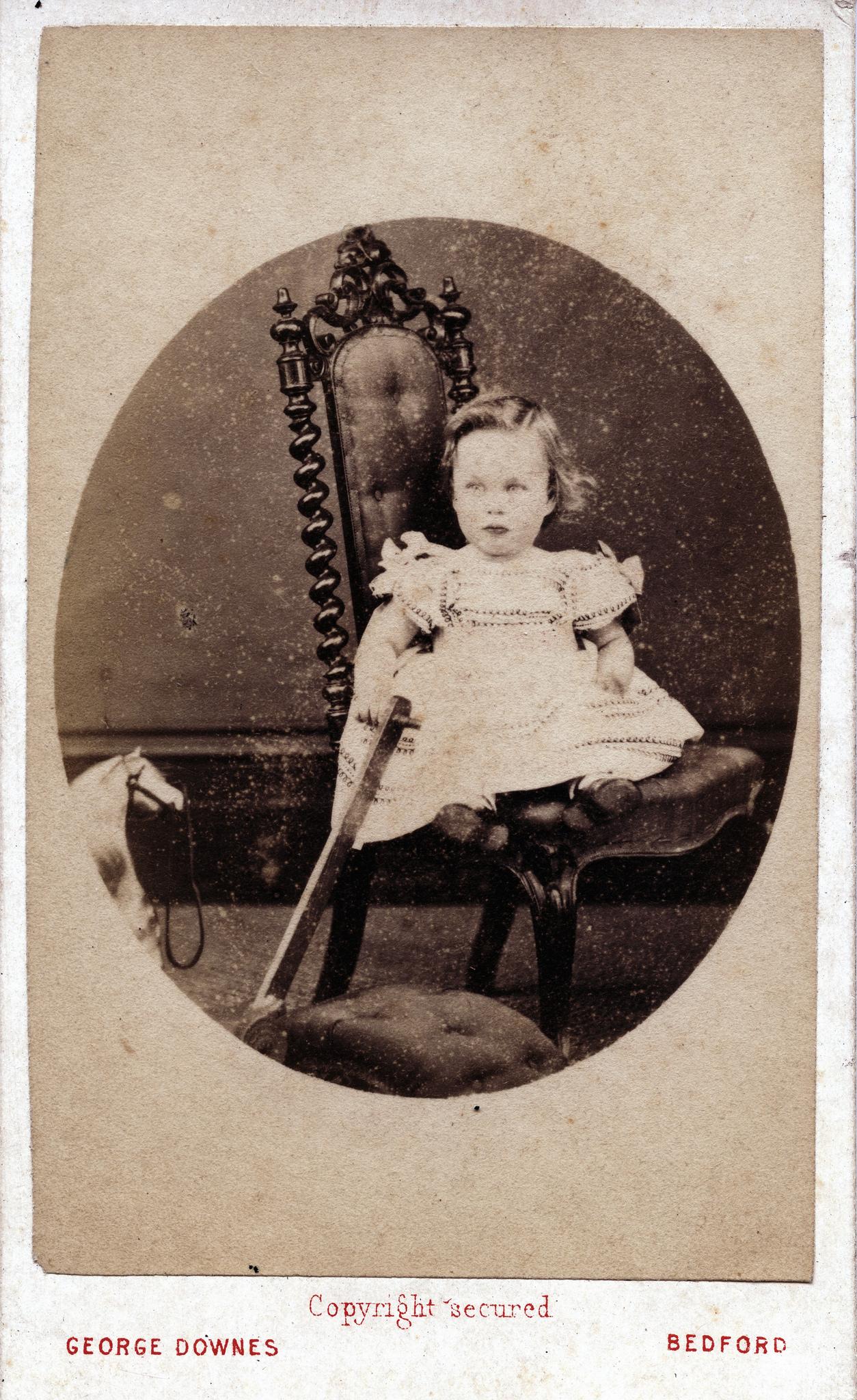 1865. Ребенок с игрушками