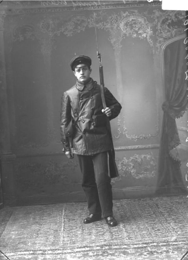 1917. Члены рабочей дружины во время восстания, Серебрянников