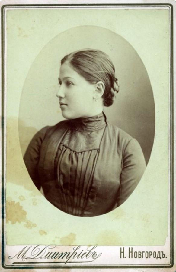 Портрет Анны Филипповны в профиль