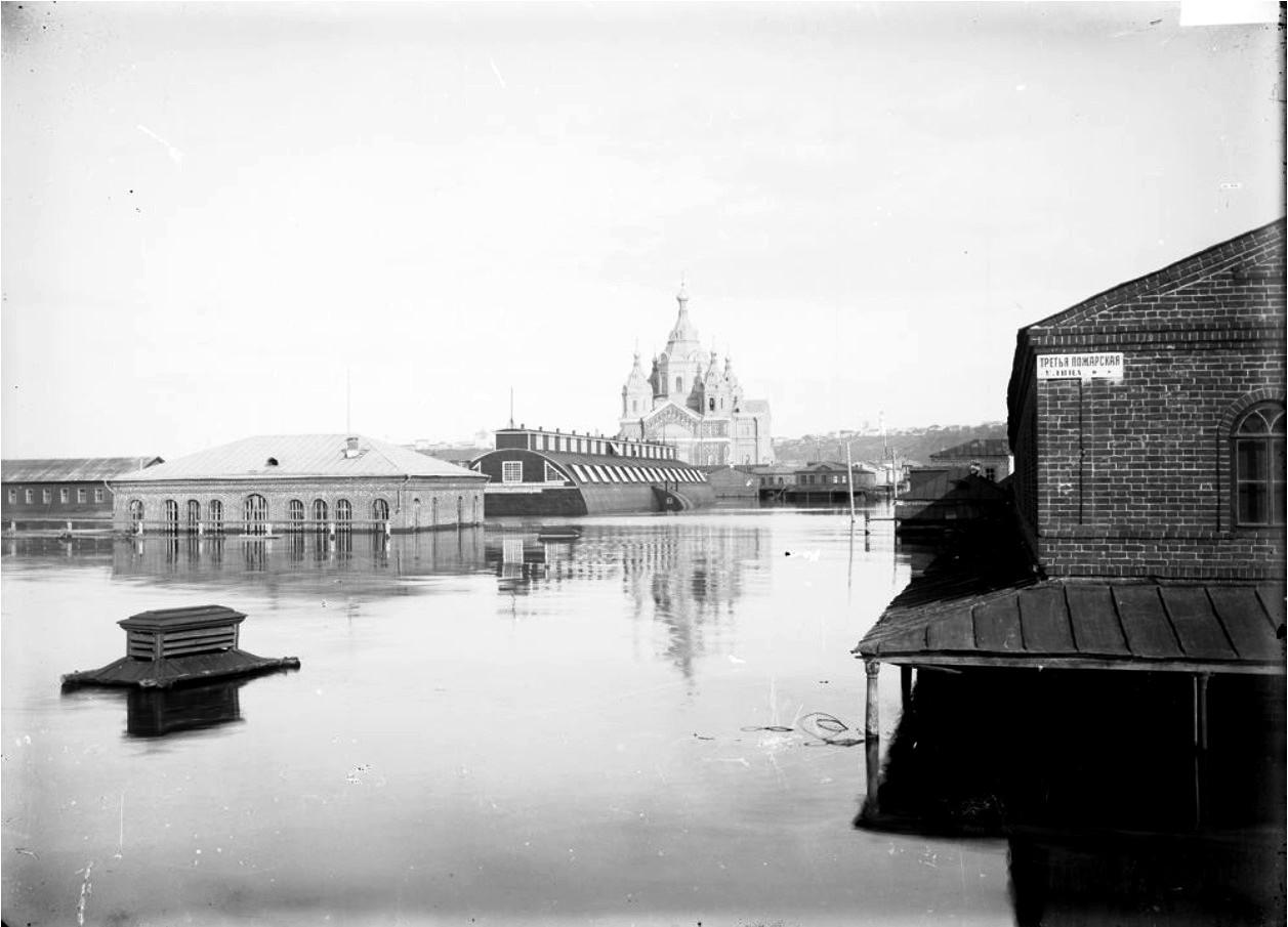 Нижегородская ярмарка во время половодья. Вид на Александро-Невский собор