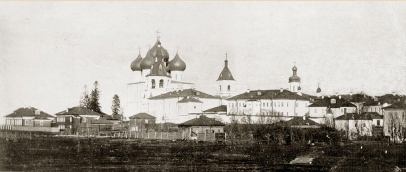Вид на Спасо-Преображенский Собор и Успенский монастырь
