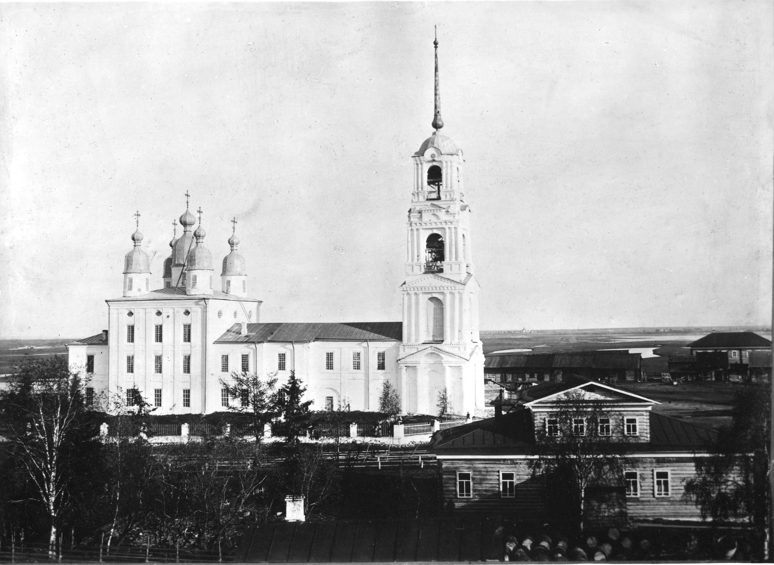 Окрестности Холмогор. Богоявленский Собор в селе Емецкое