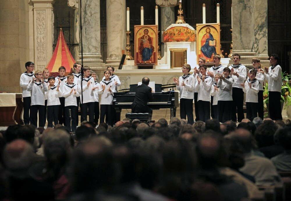 2fe89f-20141107-vienna-boys-choir-1.jpg