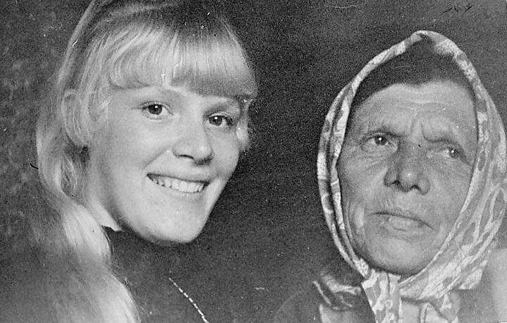 бабушка с Надей Кросноперовой.jpg