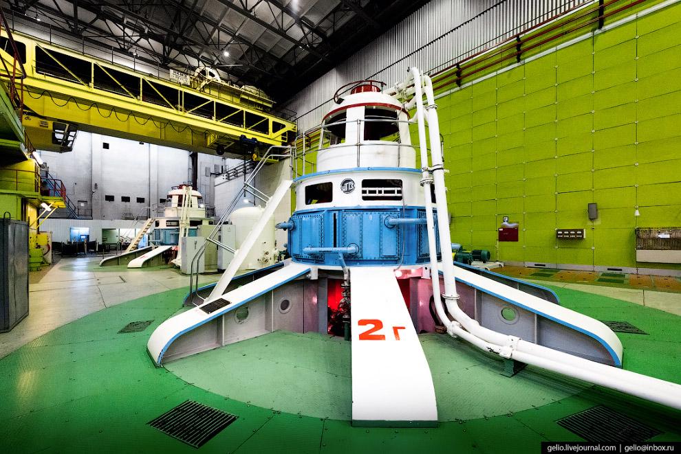 11. Частота вращения ротора гидрогенератора — около 187,5 оборотов в минуту на ГЭС-1 и 136,4 на ГЭС-