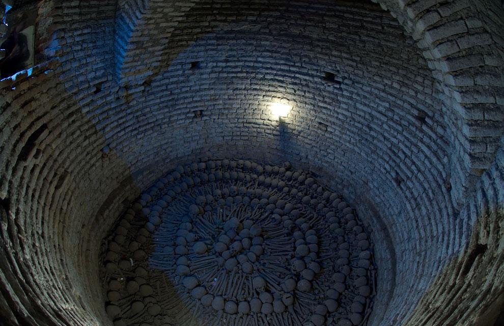 Всего в катакомбах было захоронено 25 000 человек, среди которых были самые уважаемые и знатные горо