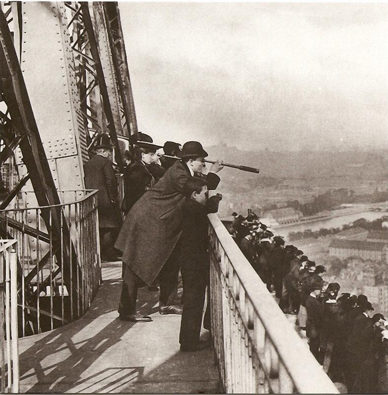 14. Париж, каким его не видели ранее! С террасы первого этажа Эйфелевой башни любители Парижа могут