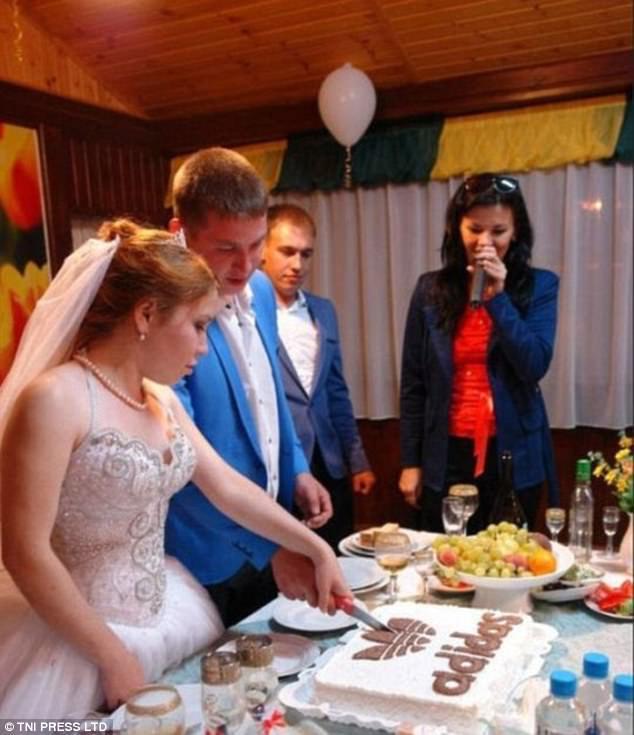 Жених и невеста признаются в любви не друг другу, а бренду adidas.