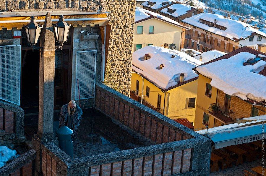 Снег в Сан-Марино — это достаточно редкое явление, и обычно он особо-то не задерживается. Но за 2 не