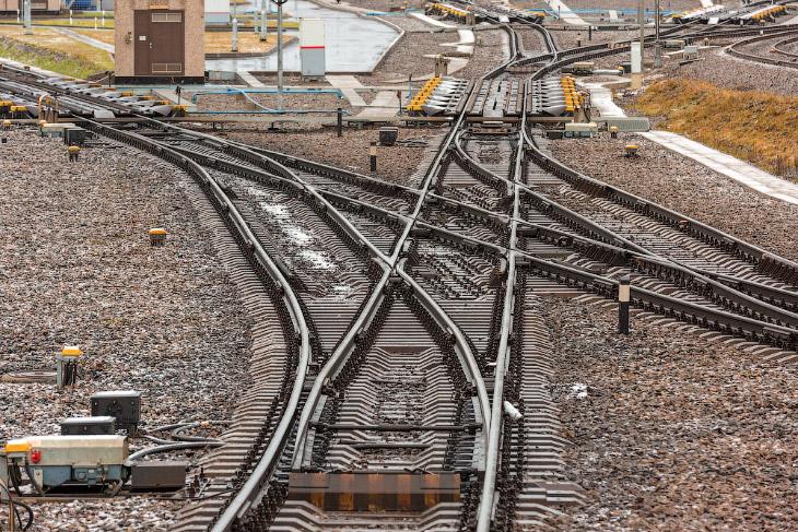 Фотографии и текст Александра «Russos» Попова   Эта станция обслуживает порт Усть-Луга. Станция