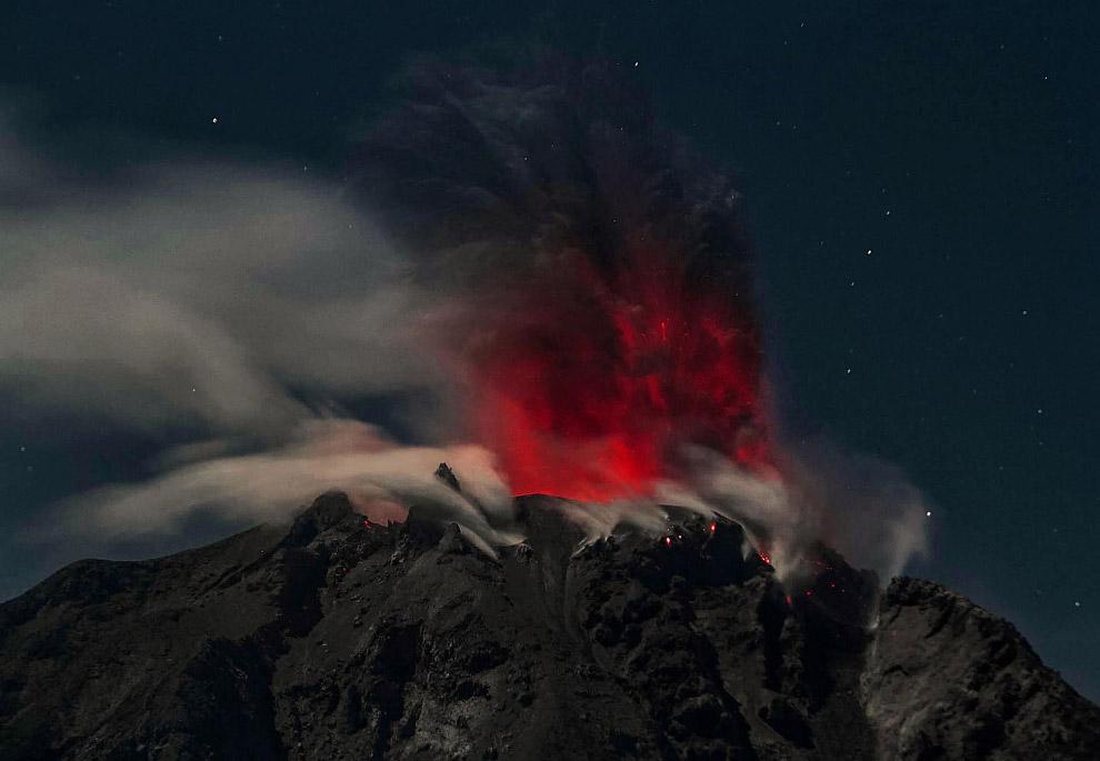 3. Извержение Синабунга, 10 февраля 2017.