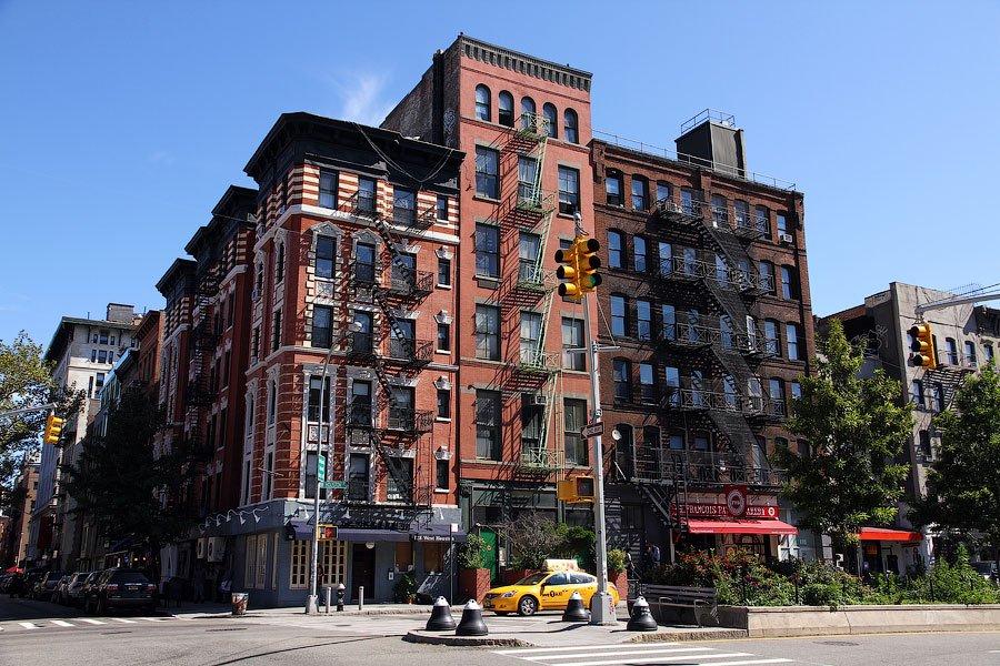 В нижней части Манхэттена дорогие машины встречаются куда чаще чем в верхней. Но с учетом того, что