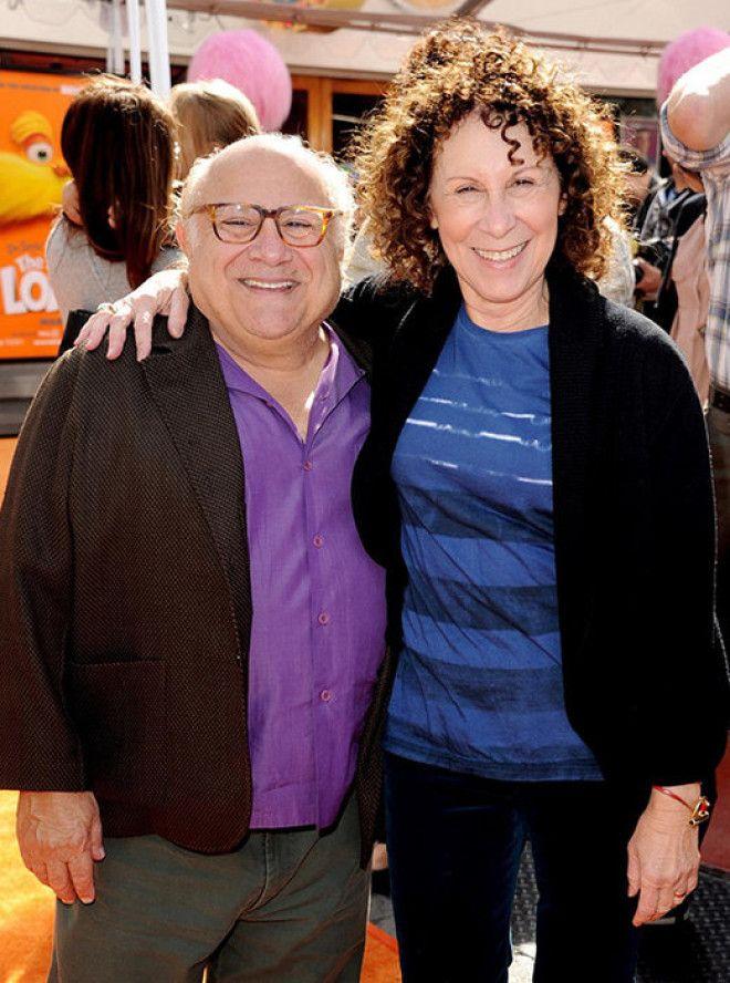 У 72-летнего комика Дэнни де Вито и 68-летней актрисы проблемы в браке были давно. Около трех лет на