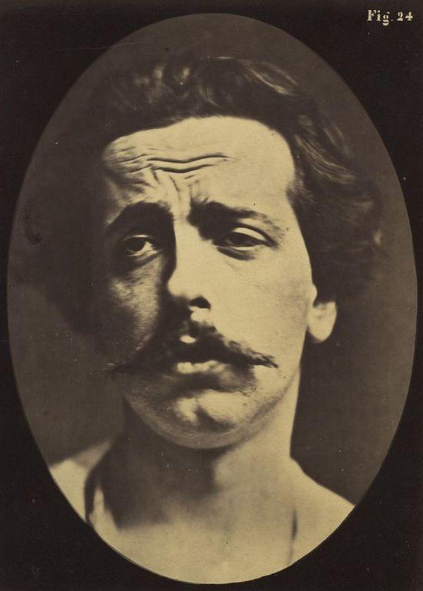 Исследование выражений лица человека, проведённое французским невропатологом, было в своё время рево