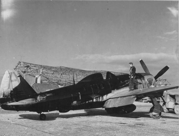 В пару к счастливчику Эдвину Райту, его собрат по боевому коню — пилот истребителя P–47 «Тандерболт»