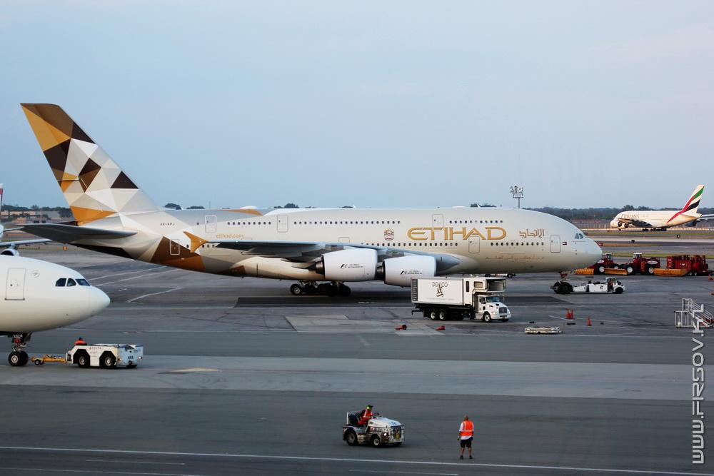 A-380_A6-APJ_Etihad_1_JFK_resize (2).jpg