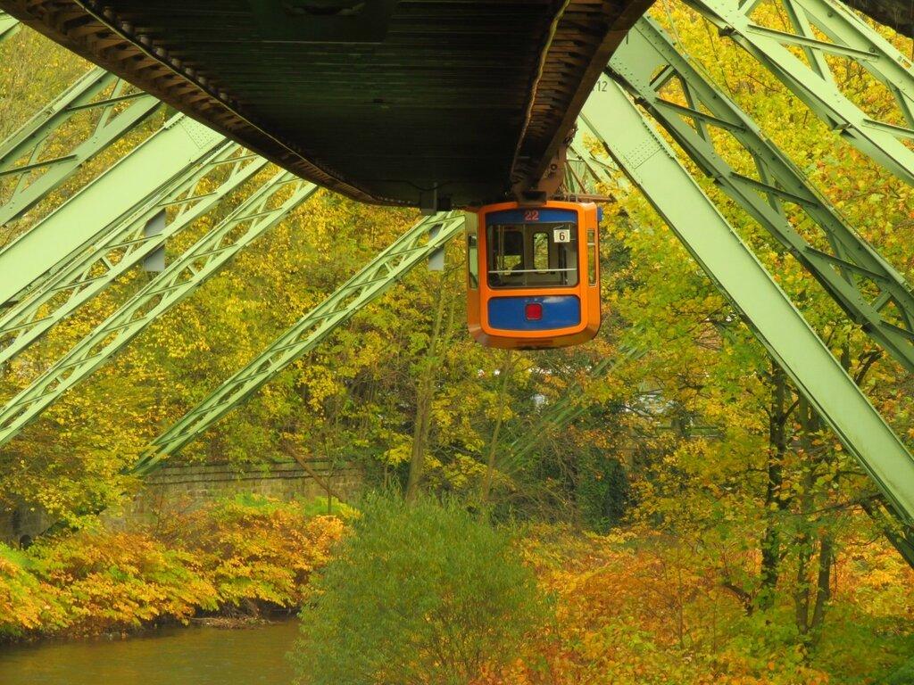Уникальный вид транспорта - подвесная дорога в Вуппертале станции, можно, Вохвинкель, рекой, вдоль, линию, очень, линия, практически, больше, наблюдать, города, Швебебан, районе, Линия, точки, подвесной, тобой, транспорта, Вагончики