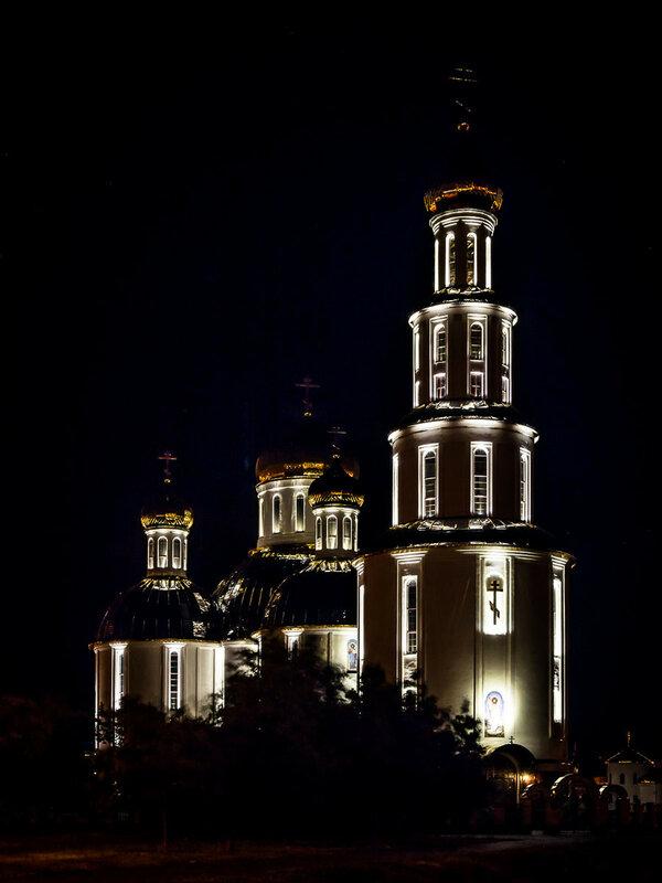 и Свято-Воскресенского собора.