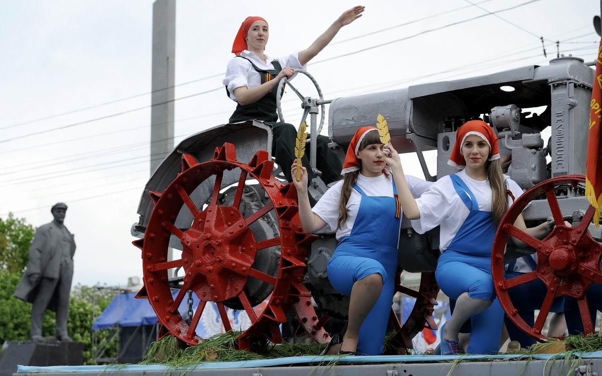 Девушки - на трактор!: Немного на тему ностальгии по советскому прошлому