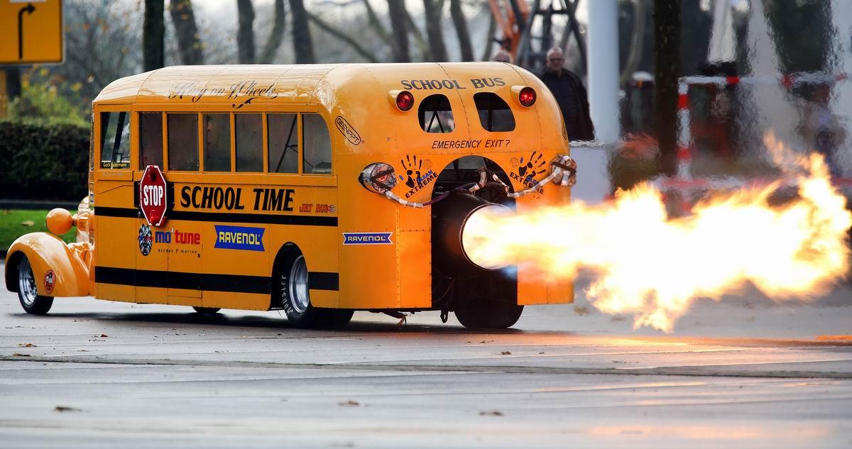 Догоним и перегоним!: Школьный автобус с реактивной двигательной установкой