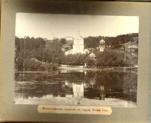 32. Монастырская церковь с пруда Петра I
