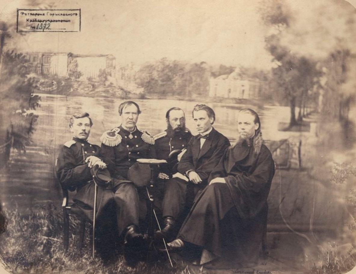 1866. Группа воспитателей Нижегородского Кадетского корпуса. Кракмейер, Сивалов, Мельников, Клевезат, дьякон Храбров