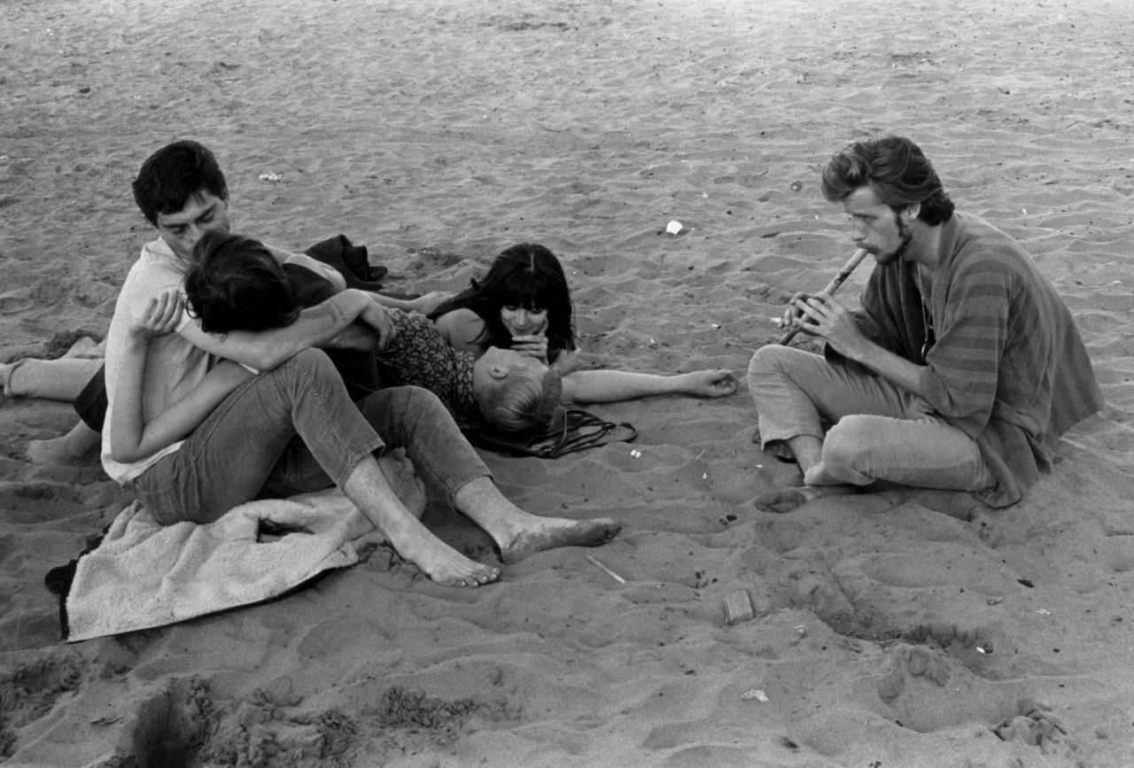 1967. Хиппи на пляже в Сан-Франциско