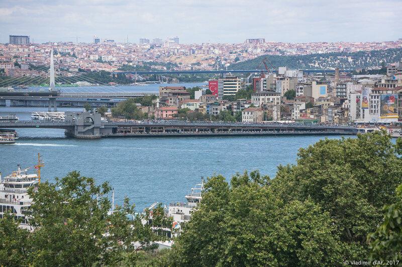 Дворец Топкапы в Стамбуле. Вид на Золотой Рог, Галатский мост с террасы султана.
