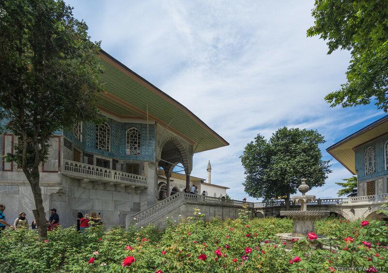 Дворец Топкапы в Стамбуле. Ереванский павильон или Летний дворец Реван. Сад Тулип.