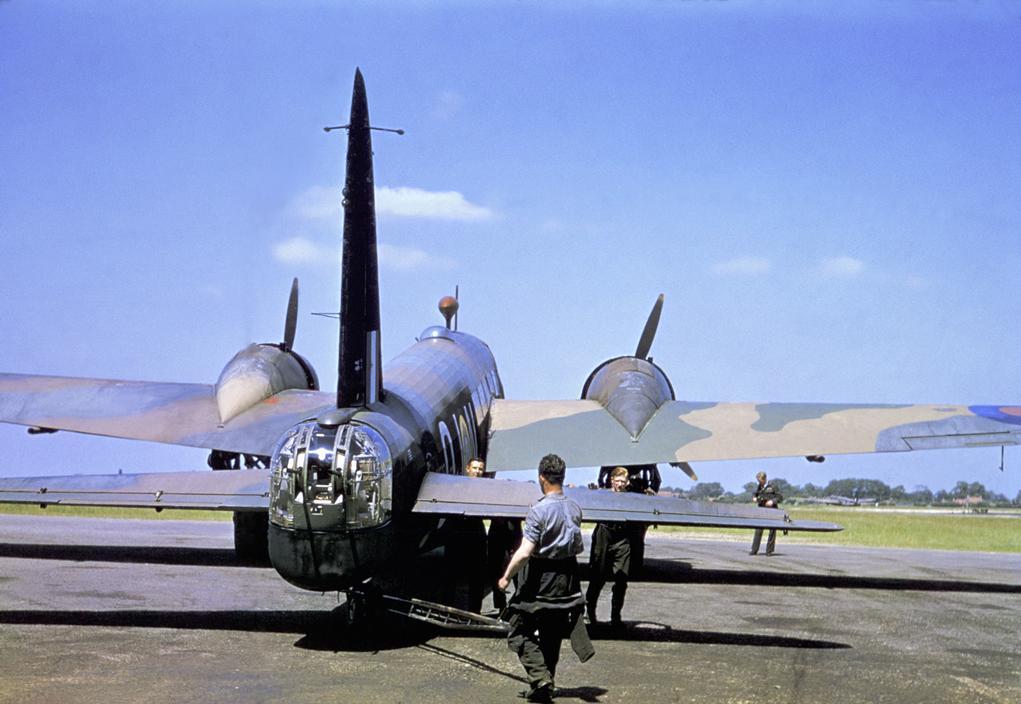 Wonderful Colour Photographs of World War II by Robert Capa (12).jpg