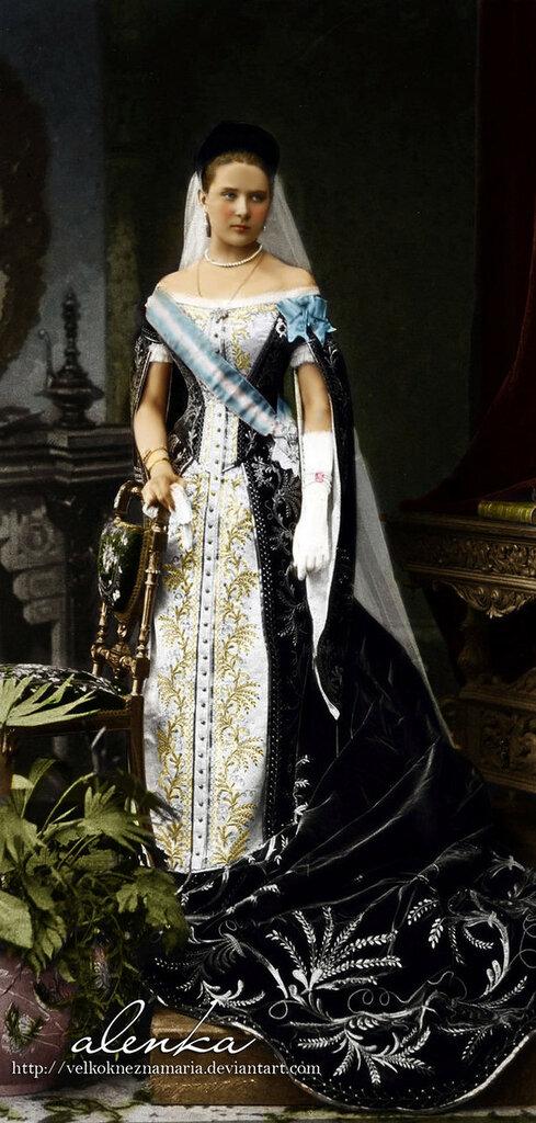 princess_in_court_dress_by_velkokneznamaria.jpg