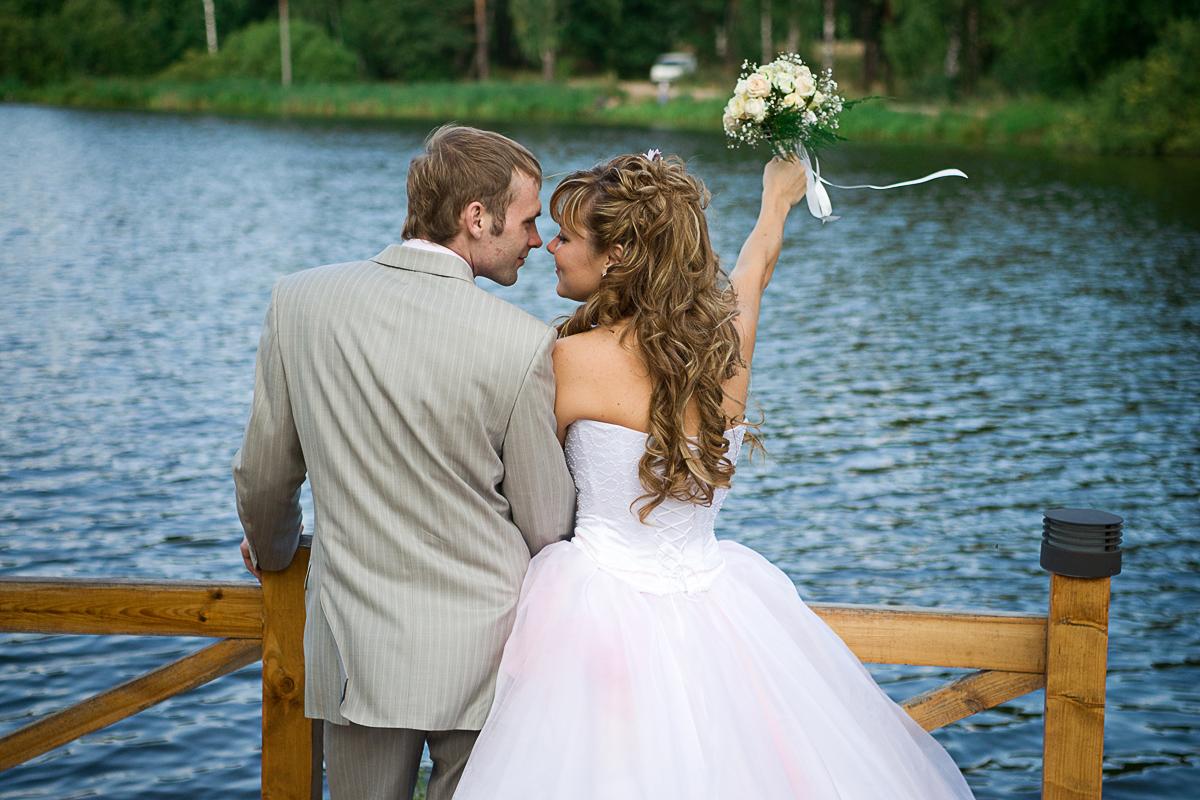 Фотографии свадьбы — это совместный труд фотографа, жениха и невесты. Даже профессиональный фотограф ожидает сотворчества и определенного послушания от свадебной пары.