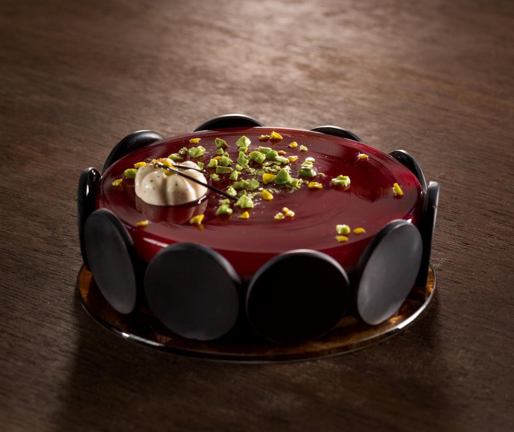 Стеклянные и фарфоровые пирожные от Shayna Leib