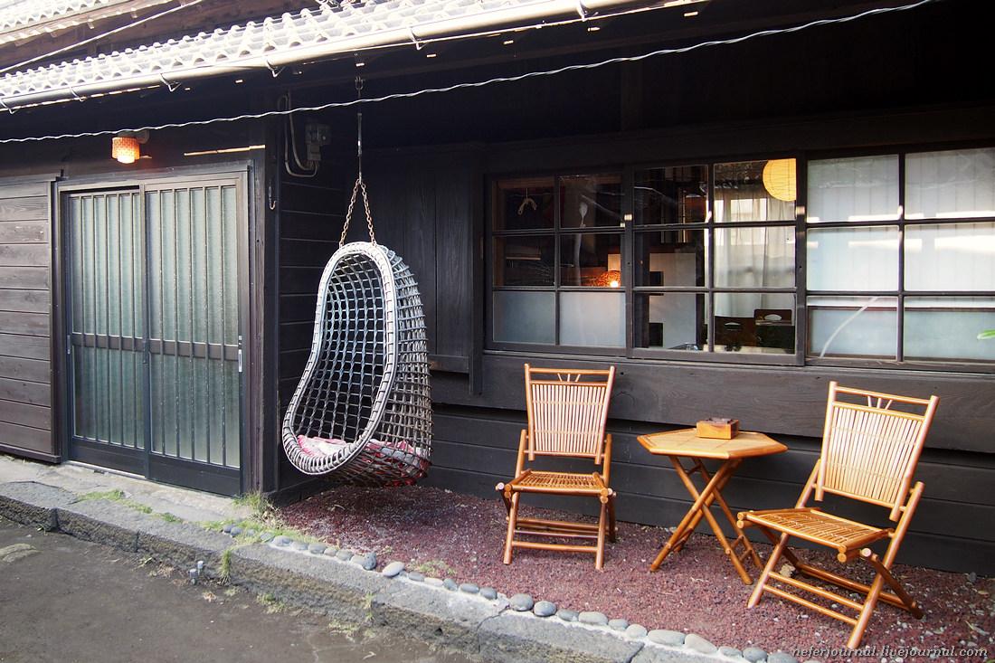 Это Voneten Guest House на острове Izu-Oshima, находится в местечке Хабуминато — в общем, деревня. Д