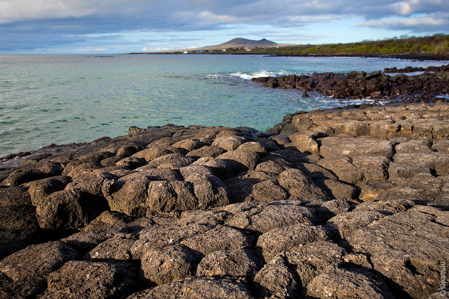 Лоберия находится на небольшом полуострове, соединенном с большой землей песчаной косой. Во время пр