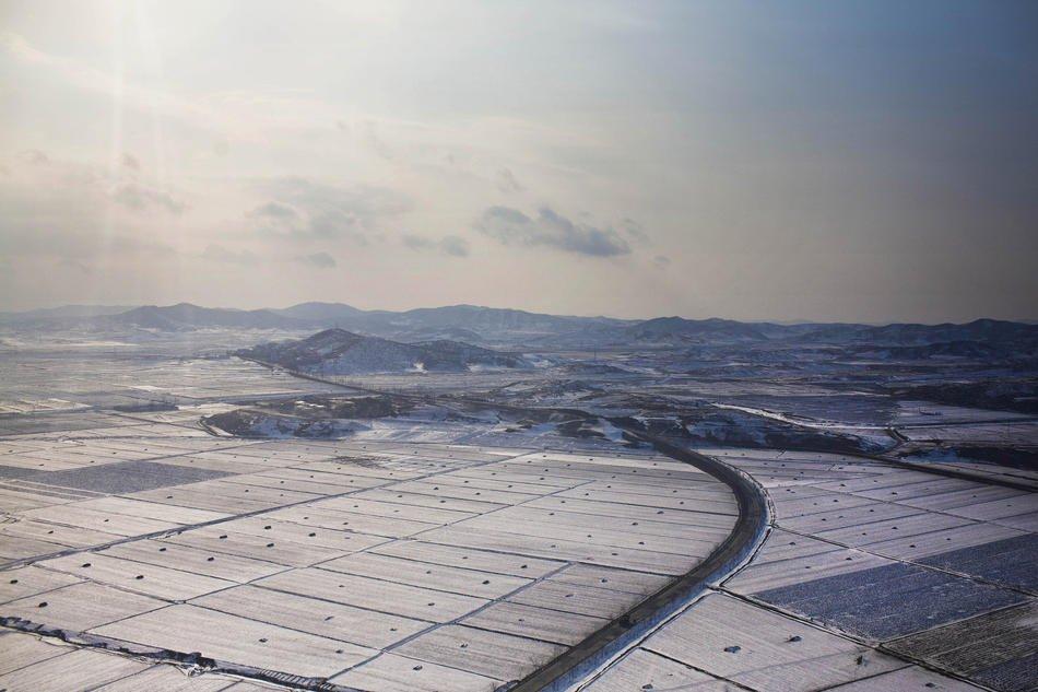 Велосипедист в Пхеньяне, 12 февраля 2012: