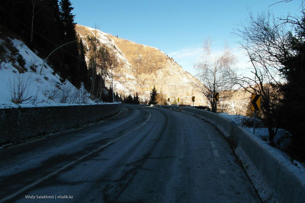 Дорога покрытая инеем.