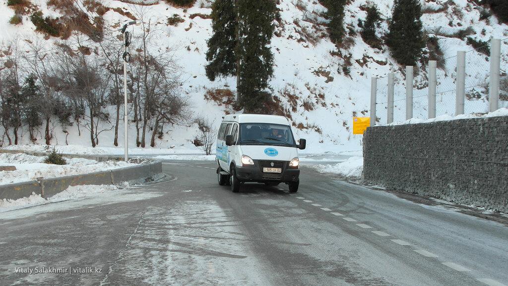 Экологически чистая Газель по дороге на Шымбулак.