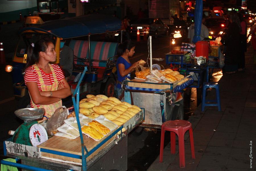 Bangkok_night11_zps451ee848.JPG