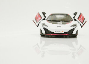 Машинка Kinsmart McLaren 675LT